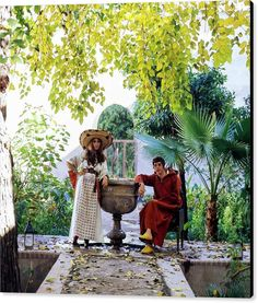 Talitha and Paul Getty Talitha Getty, Hippie Chic Outfits, Stone Fountains, Slim Aarons, Thing 1, Summer Aesthetic, Mid Century Modern Design, Marrakech, Bellisima