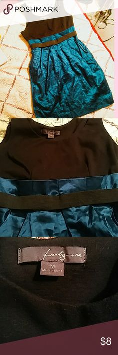 Forever 21 Black Blue Dress This dress is in good condition. Never used. Like new. It just needs to be nicely iron. Size: Medium Questions? Just comment Forever 21 Dresses