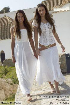 Love the outfit on the right, esp. the blouse. Ibiza Fashion, 50 Fashion, Holiday Fashion, Modest Fashion, African Fashion, Fashion Dresses, Little White Dresses, Lovely Dresses, White Outfits