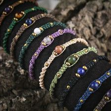 This One is the absolutely Classic and exclusive Macramania Bracelet. Simple and Elegent, you can wear it to almost everything and choose your personal Stone and Stringcolor Combination. Size is adjustable.