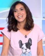 T-shirt court rose chien porté par Carole Tolila #LesMaternelles