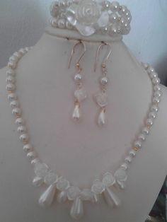 Juejo de perlas en cristal y acrílico nacarado!!!