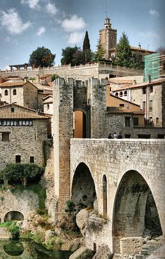 Besalu, Girona , Catalonia A walled mideval town full of cool stores and places to get lost. There is a tea place I can't remember the name but ask everybody knows about it. Begur Costa Brava, Medieval Village, Voyage Europe, Spain And Portugal, Beautiful Places In The World, Spain Travel, Travel Around, Travel Pictures, Places To See