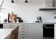 Jubileum - Fjäråskupan - Ballingslöv - Lindblomsgrön - Kök - Kitchen - Grön - Vit - Spiskupa - Köksfläkt - Släta luckor - Design - Köksinspiration
