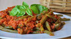 Nous vous proposons une recette légère à base de légumes, desharicots verts cuits à la vapeur, à la tomate et au basilic. Recette pour 4 personnes
