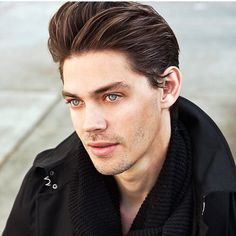 The Walking Dead (amc): Tom Payne: This is how the actor who plays Jesus actually looks. I'm so in love