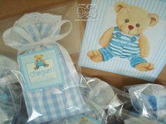 » Kit para Lembrancinhas de Maternidade - 10 sachês na cor azul bebê (4 estampas diferentes),  com bordado e fita de cetim - embalados individualmente em saquinhos transparentes - fechados com etiqueta personalizada (imagem de ursinho e a data do nascimento) - Em sacola kraft com adesivo personalizado  ► Kit com 10 sachês + 1 sacola = R$ 45,00  Em caso de dúvidas, entre em contato:  lonas@lonasdesign.com ♥ Enviaremos uma resposta em até 48 horas R$ 45,00