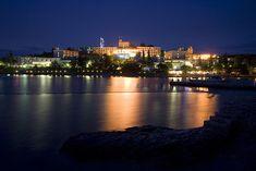 Poreč de nuit, Croatie. http://www.lonelyplanet.fr/article/ou-faire-la-fete-en-croatie #Poreč #Croatie #nightlife #voyage