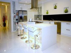 Looking for a new kitchen or simply love admiring pretty kitchen images? We've got collections of fantastic kitchen photos to feast your eyes on. Galley Kitchen Design, New Kitchen Designs, Kitchen Images, Kitchen Photos, Green Kitchen, Kitchen And Bath, Kitchen Decor, Kitchen Ideas, Kitchen Inspiration