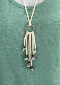 Off White Leather Fringle Tassel Necklace with Silver Beads Off White Deerskin Leather Fringe Tassels with Silver Beads. Fits over head. Fabric Jewelry, Macrame Jewelry, Wire Jewelry, Jewelry Crafts, Jewelery, Diy Necklace, Leather Necklace, Leather Jewelry, Tassel Necklace