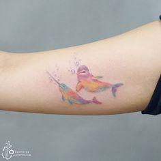 사랑스러운 파스텔 레인보우 고래친구:) Pastel rainbow narwhal and beluga Cutie:) #고래 #고래타투 #무지개…