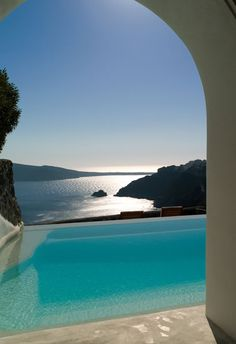 Outdoor pool at Perivolas, Santorini, Greece Oia Santorini, Hotels And Resorts, Santorini Island, Places To Travel, Places To Visit, Cool Pools, Decks, Vacation Places, Resorts