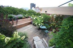 Grand balcon / terrasse aménagé(e) sur le toit d'un immeuble