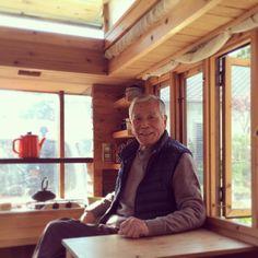 #genkiphotos #tinyhouse #tinyhousejapan #basket #元氣 #元気 88歳の父は今夜も、はりきって自分のシャツにアイロンをかけている。いつも自分らしく格好良くいたいという意欲も「元氣」の㊙️かも? Japanese Style Tiny House, Micro House, Tiny Homes, Ideas, Tiny Houses, Tiny House Living, Thoughts, Small Houses