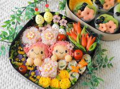 flower field bento little girl bento Japanese Bento Lunch Box, Bento Box Lunch, Bento Recipes, Bento Ideas, Japanese Food Art, Cute Bento Boxes, Kawaii Bento, Cute Food Art, Food Humor