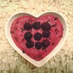 Luci Rebecca: // b r e a k f a s t * o a t s // Black Forest oatmeal 😍 made with GF oats, water, blackberries, choc blend and proteins 👌🏻 ----------------------------------------------- Blackberries, Food Diary, Black Forest, Fig, Raspberry, Oatmeal, Vegan Recipes, Food Porn, Healthy Eating