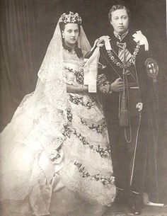 Queen Victoria, her daughters and daughters in law in their wedding dresses. Queen Victoria Princess Victoria, The Princess Royal Princess Alice Princess Alexandra of Denmark, wife of the Prince of Wales Princess Helena. Princess Margaret Wedding, Princess Louise, Princess Alice, Queen Victoria Wedding Dress, Princess Victoria, Victoria Prince, Princess Wedding Dresses, White Wedding Dresses, Wedding Gowns