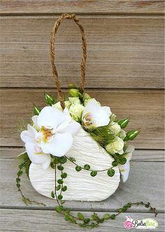 Flower purse  Centerpiece www.tablescapesbydesign.com https://www.facebook.com/pages/Tablescapes-By-Design/129811416695
