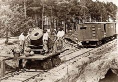 a_civil_war_mortar_being_transported_on_a_railroad_-jpg.22156 (640×444)