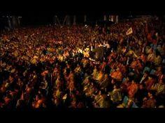 Cohar es una orquesta sinfonica de Armenia que recorre el mundo dando a conocer su musica tradicional con un  espectaculo musical que incluye coros y danzas de ese pais.     Este concierto se celebro en la Plaza de La Libertad de Yerebon en el 2011, cerro con este numero de Jazz-Swing con el que se ha realizado este superfenomenal video montaje. Sleccione calidad 1080p.   Mirarar pantalla completa, es maravilloso!   KOHAR with Stars of Armenia - Միանանք Երգով
