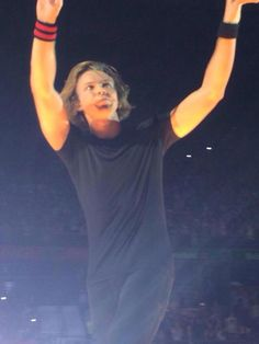 Ashton onstage in Madrid