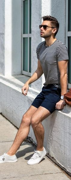 Black t-shirt with chino shorts outfit ideas for men шорты хаки, короткие н Black Shorts Outfit, Summer Shorts Outfits, Short Outfits, Stylish Mens Outfits, Casual Outfits, Men Casual, Fashion Outfits, Mens Fashion, Chino Shorts