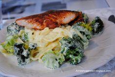 Anne's hyggested: Laks med dampet broccoli, frisk pasta og mager ost...