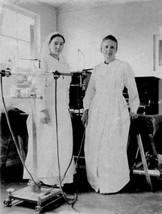 Irène Joliot-Curie & Her mother Marie Sklodowska-Curie in 1915 Both Nobel Prize Laureates in Chemistry