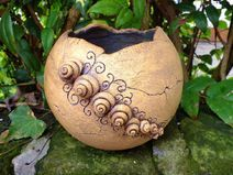 Options for DIY Garden Globes - Diana Phoneix Pottery Bowls, Ceramic Pottery, Pottery Art, Clay Flowers, Flower Pots, Garden Globes, Garden Balls, Coil Pots, Clay Bowl