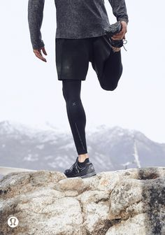 Easy and Helpful Yoga for Men Techniques For yoga for older men Athletic Outfits, Sport Outfits, Yoga Fashion, Mens Fashion, Mens Tights, Lululemon Men, Athleisure Outfits, Workout Aesthetic, Mens Activewear