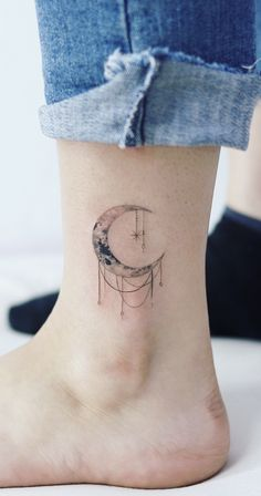 Magical Moon Tattoo Designs You Don't Want To Miss – SooShell – foot tattoos for women quotes Pretty Tattoos, Cute Tattoos, Small Tattoos, Tatoos, Line Art Tattoos, Body Art Tattoos, Tattoo Art, Foot Tattoos For Women, Moon Tattoo Designs