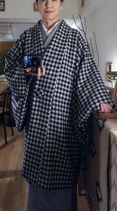 ■厳寒期に着たい「あったかウールの和装コート」」を考案しました   あつみの 手作り普段着物と日々の生活と Old Fashion Dresses, Modern Kimono, Yukata Kimono, Kimono Design, Japanese Outfits, Clothing Patterns, Shirt Dress, Clothes For Women, My Style