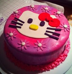 Hello kitty cake Hello Kitty Cake, Goodies, Desserts, Food, Gateau Hello Kitty, Sweet Like Candy, Treats, Meal, Gummi Candy
