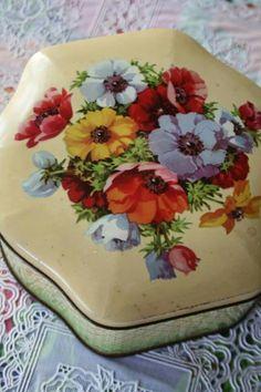 Vintage anemones tin