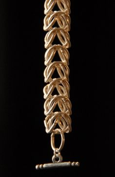 This skill set shows you several basic ways to work with jump rings and assemble chains just by opening and closing them. No need to solder to make these complex, intricate, ancient chains!