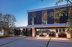 Villa contemporaine et vu sur le garage de l'intérieur