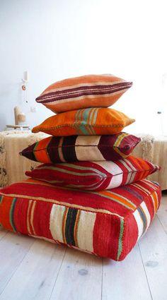 coussins de sol, design kilim oriental, couleurs éclatantes