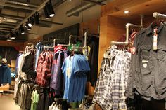 Pipe clothing racks bring a modern look to your home or retail space. Be inspired to build your own clothing rack from these pipe clothing rack projects. Custom Clothes, Diy Clothes, Retail Clothing Racks, Diy Kleidung Upcycling, Heavy Clothing, Pipe Rack, Diy Pipe, Garment Racks, Pipe Furniture