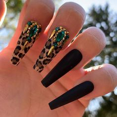 Want some ideas for wedding nail polish designs? This article is a collection of our favorite nail polish designs for your special day. Long Nail Designs, Nail Polish Designs, Acrylic Nail Designs, Nails Design, Beach Nail Art, Beach Nails, Types Of Manicures, Types Of Nails, Manicure Types