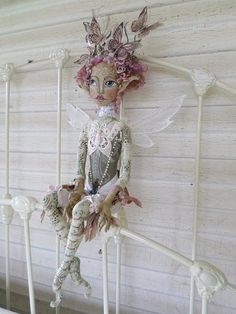 Dedicated to Fantasy Art lovers & art doll enthusiasts. Paula is a cloth doll artist who creates fairies, brownies, goblins & all sorts of fae folk. Diy Ooak Doll, Handmade Dolls, Doll Face Paint, Fairy Figurines, Fairy Dolls, Doll Crafts, Whimsical Art, Beautiful Dolls, Paper Dolls