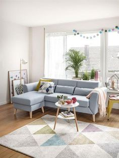 Decoração de Casa: 25 Ideias e Truques para Transformar o Seu Lar! Living Room Decor Cozy, Living Room Sofa, Home Decor Bedroom, Home Living Room, Home Room Design, Living Room Designs, Sofa Design, Light Blue Couches, Sofa Gris