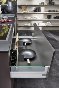 For Life in the Kitchen Black Kitchen Cabinets, Black Kitchens, Marble Wall, Le Mans, Outdoor Decor, Home Decor, Life, German Cuisine, Drawers