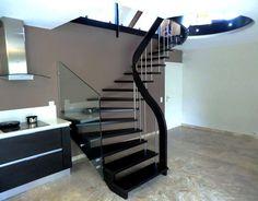 escalier suspendu avec garde-corps rampant extérieur de départ en