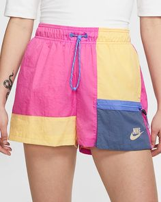 Nike Sportswear Icon Clash-shorts til kvinder. Short Outfits, Summer Outfits, Casual Outfits, Cute Outfits, Summer Shorts, Nike Sportswear, Look Fashion, Fashion Outfits, Fashion Shorts