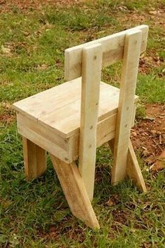 Use Pallet Wood Projects to Create Unique Home Decor Items – Hobby Is My Life Wooden Chair Plans, Wood Toys Plans, Diy Pallet Projects, Wood Projects, Woodworking Projects, Pallet Chair, Pallet Furniture, Chair Design Wooden, Bois Diy