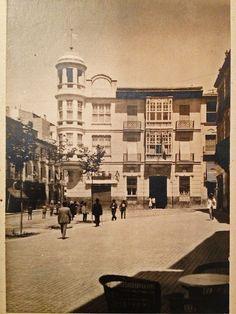 Alacantí de profit: LA CASA MANERO. La famosa casa, era el nº 1 de la calle Zaragoza, aunque por Liorna y por Artilleros, también tenía fachada y un amplio jardín arbolado, con caballerizas y garaje........