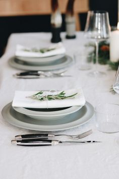 The Christmas season is just around the corner and you are still looking for the right gift or the right table setting for the Christmas dinner? Then we have good news for you! In our online store you will find fine cutlery sets, which are just as perfect as a special gift as they are as statment pieces on the dining table. #forgedelaguiole #laguiole #laguioleknife #knives #knife #laguioleknives #tablesetting #christmas #christmasdinner #cutlery #christmastable #christmastablesetting #handmade