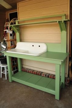 Potting Bench Ideas - Want to know how to build a potting bench? Our potting bench plan will give you a functional, beautiful garden potting bench in no time! Potting Bench With Sink, Outdoor Potting Bench, Potting Bench Plans, Potting Tables, Potting Sheds, Potting Soil, Outdoor Storage, Potting Station, Outdoor Sinks