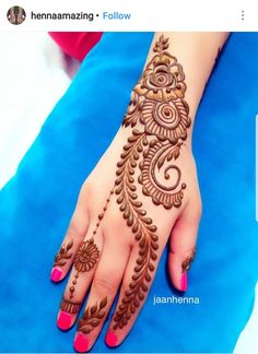 """While the mehndi is being applied, other members of the family play the traditional dhol and dance to its beats. Every female member of family gets mehndi done on her hands and feet. The entire mood of a mehndi ceremony is extremely festive. Mehndi Designs For Beginners, Mehndi Designs 2018, Simple Mehndi Designs, Mehndi Designs For Hands, Pretty Henna Designs, Mehndi Simple, Mehndi Images Simple, Cone Designs For Hands, Henna Foot Designs"