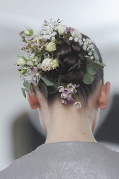 """Hair Styles 2018 spunkh: """" game-of-style: """" House Tyrell – Julien Fournie Haute Couture spring 2014 """" ☼Models and a pretty vibe☼ """" Discovred by : Byrdie Beauty Pretty Hairstyles, Wedding Hairstyles, Flower Hairstyles, Julien Fournié, Braut Make-up, Floral Hair, Flowers In Hair, Flower Crown, Color Inspiration"""